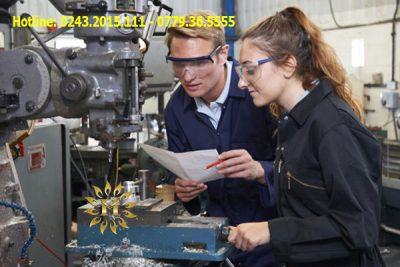Du học sinh có thể học nghề bằng tiếng Ba Lan và tiếng Anh