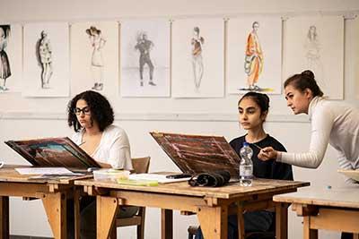 Sinh viên theo học ngành Thiết kế thời trang tại Đức học được cách khai thác những ý tưởng mới mẻ