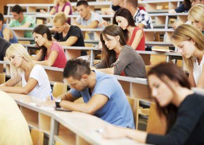 Giáo dục Ba Lan có nhiều chính sách hỗ trợ miễn phí học phí tại một số trường