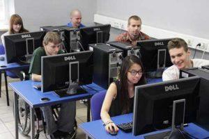 Các chính sách hỗ trợ hấp dẫn từ chính phủ và trường học đã khiến nhiều người yêu thích du học tại Ba Lan hơn