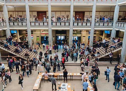 Trường Kinh tế Warsaw (SGH) có đông học viên théo học