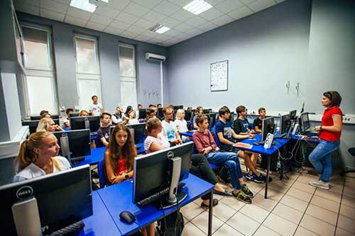 Du học Ba Lan ngành công nghệ thông tin đang được rất nhiều người quan tâm chú ý đến