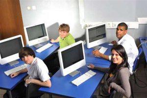 Công nghệ thông tin là ngành học đang được các du học sinh quan tâm rất nhiều