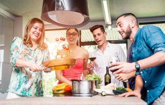 Tự nấu ăn sẽ giúp bạn tiết kiệm chi phí sinh hoạt