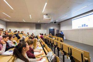 Một tiết học tại Đại học RWTH Aachen (trường Đại học công nghệ lớn nhất ở Đức).