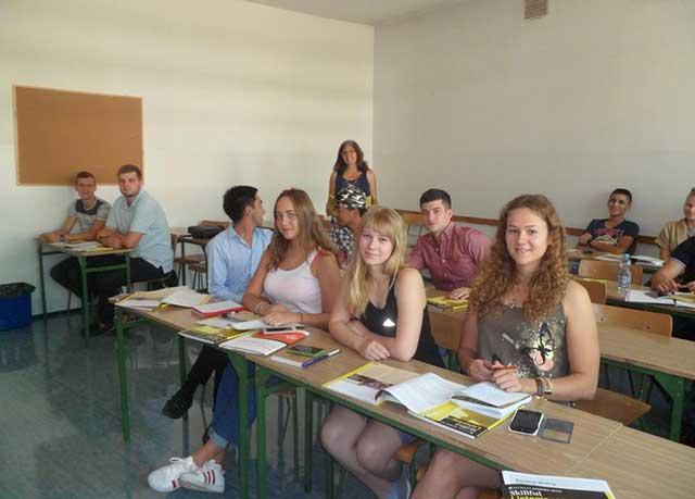 Giảng viên tại trường có bề dày kinh nghiệm giảng dạy lâu năm, kết hợp cùng các chương trình giảng dạy chuyên nghiệp