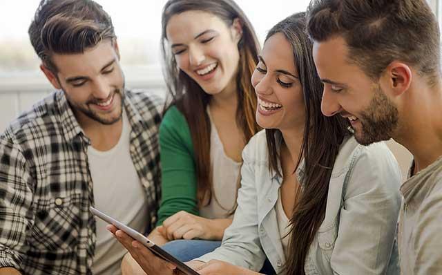 Sau khi tốt nghiệp tại trường sẽ có thể được nhận 2 bằng Đại học 1 bằng từ Đại học Lazarski và 1 bằng từ Đại học ở nước ngoài