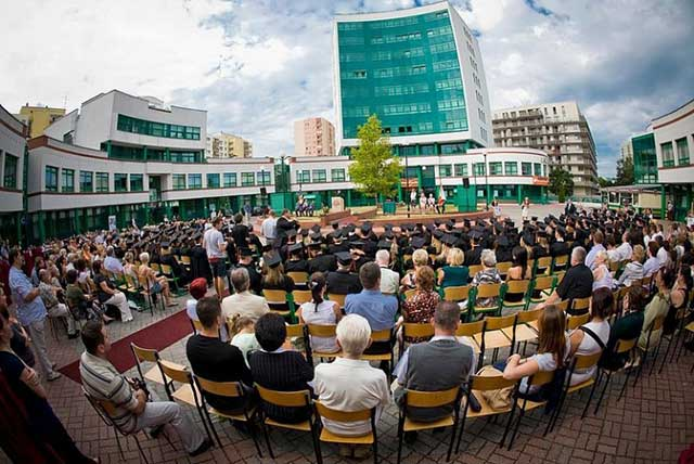 Du học Ba Lan ngành quan hệ quốc tế tại trường đại học Lazarski