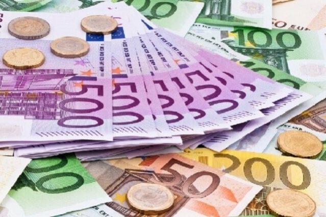 Để đạt yêu cầu thì cần phải có thu nhập hơn 735 euro /tháng và phải chứng minh được tài chính trong 1 năm.
