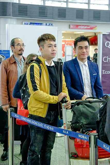 Phạm Thành Duy cùng Giám đốc Trung tâm tư vấn du học Helifsa vào khu vực check in