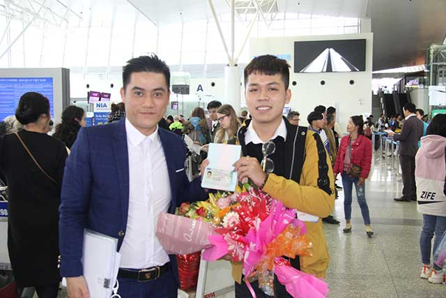 Giám đốc Trung tâm tư vấn du học Helifsa tra Visa du học đại học Ba lan cho Phạm Thành Duy