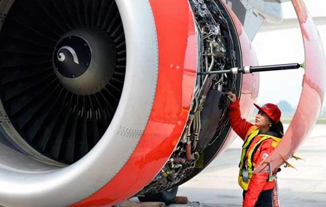 Kỹ thuật bảo dưỡng máy bay cần có trình độ cao và cực kỳ cẩn thận