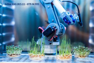 Ngành công nghệ sinh học ở Ba Lan được quan tâm bởi ngành này tạo ra các sản phẩm được ứng dụng rộng rãi trong nông nghiệp, khoa học thực phẩm, và dược phẩm