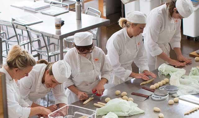 Ở các trường đại học đào tạo về nghề đầu bếp tại Ba Lan, nghề đầu bếp sẽ được thuộc về chuyên ngành nhà hàng, khách sạn.