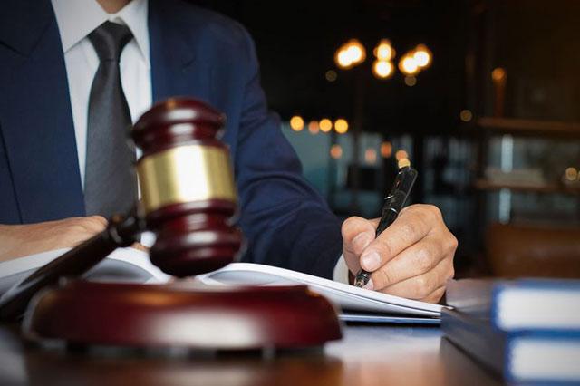 Ngành Luật giúp bạn dễ dàng xin việc và có mức lương cao