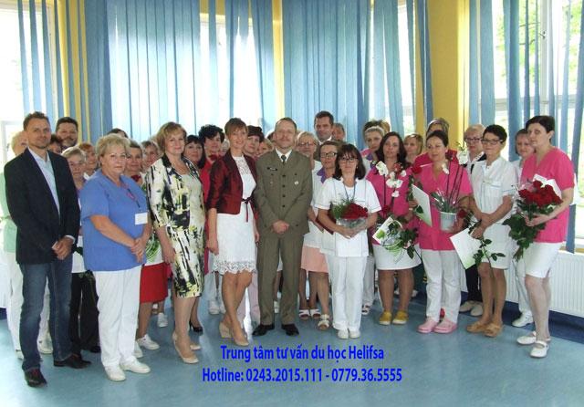 Một lớp đào tạo nghề điều dưỡng tại Ba Lan