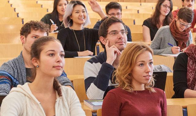 Lựa chọn trường và ngành để du học Đức không quá khó