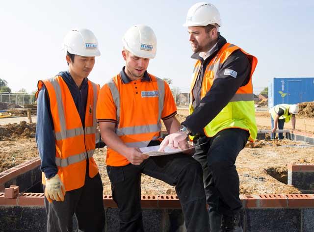 Sinh viên chuyên ngành xây dựng công trình