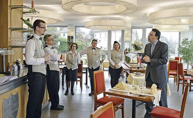 Nhà hàng khách sạn là ngành nghề luôn trong tình trạng thiếu nhân lực tại các quốc gia.