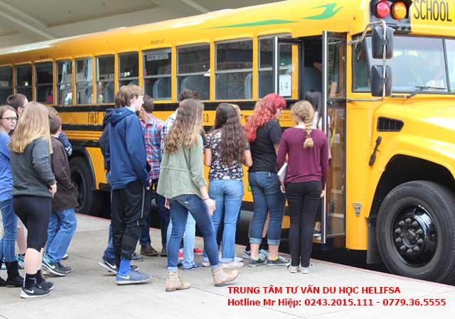 Sinh viên du học Đức phải trả tiền di chuyển bằng xe buýt