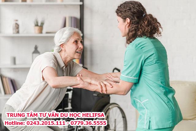 Nghề diều dưỡng tại Đức là chăm sóc hỗ trợ người già