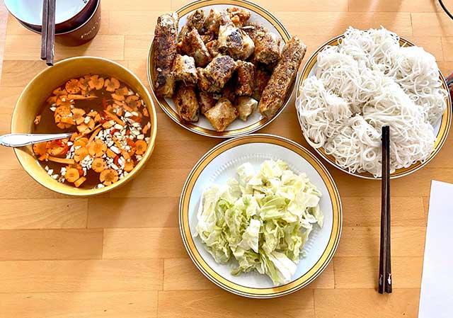 Tự nấu ăn sẽ giúp giảm chi phí du học nghề Đức